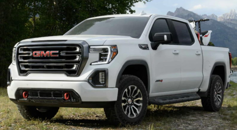 6 Similarities and Differences between the Sierra and Silverado
